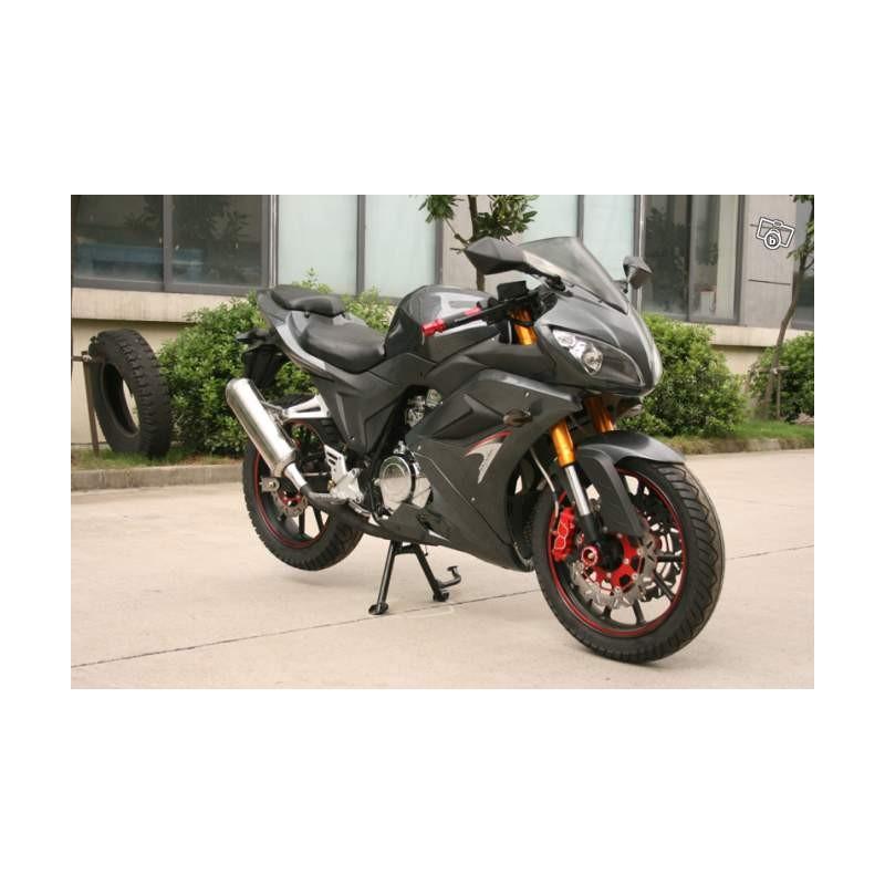 superbe moto roadster 250cc3 neuve garantie 1 an. Black Bedroom Furniture Sets. Home Design Ideas