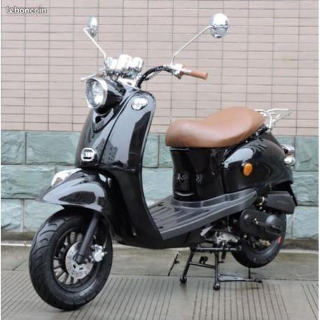 Scooter Noir et Blanc 50cc Rétro 50QT-4